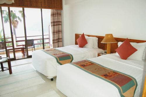 Rayong Resort bed.jpg